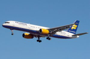 800px-Icelandair_Boeing_757-256_Wedelstaedt